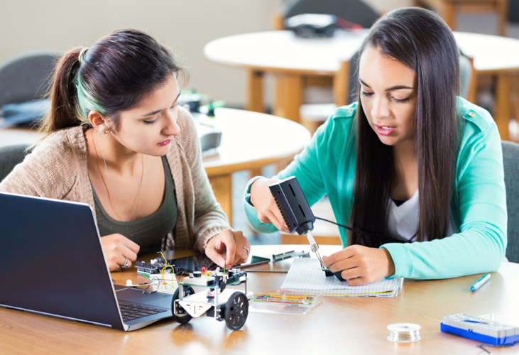 Student-led learning in makerspaces